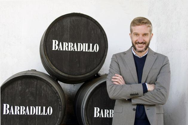 Armando-Guerra-con-barriles